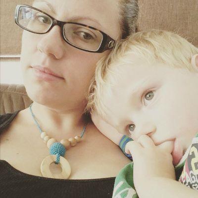 Modelling my Babylu Breastfeeding Necklace