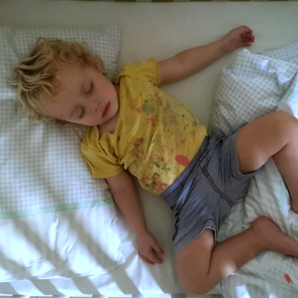 my two year old doesn't sleep