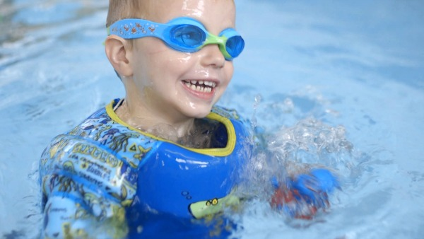 Building water confidence with the new water wings from Zoggs