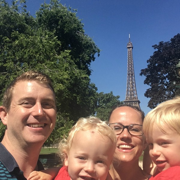 Family Selfie Eiffel Tower