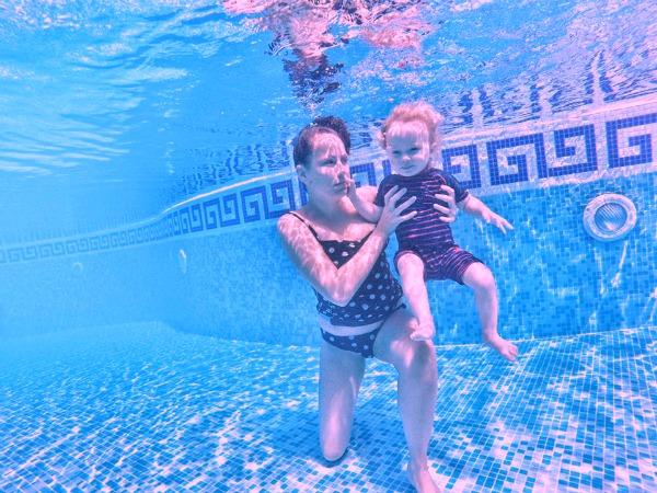 underwater baby swimming